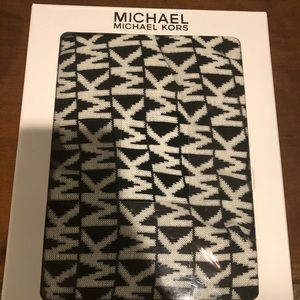 Michael Kors Scarf Hat Glove kit